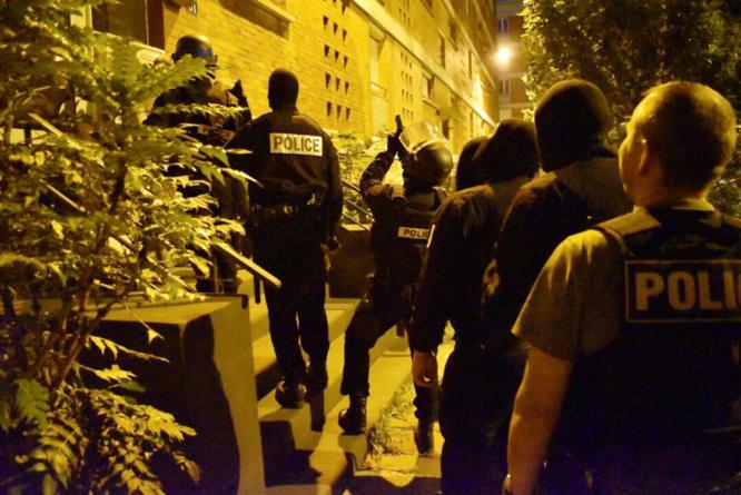 Le fugitif a été interpellé ce matin à 6 heures au domicile de son ami rue Chanzy au Havre. Une vingtaine de policiers ont été mobilisés pour cette opération qui s'est déroulée en douceur - Photo @ DDSP76