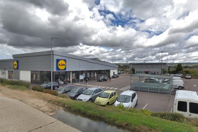 Le voleur présumé a été repéré et interpellé sur le parking du supermarché Lidl à Mézières-sur-Seine - illustration © Google Maps