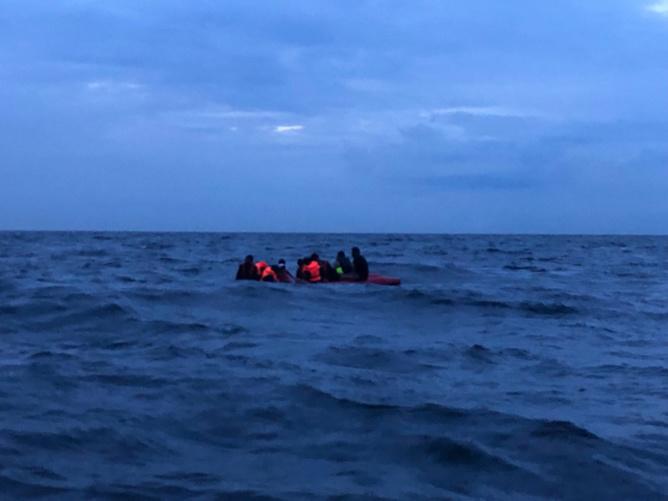 L'embarcation avec 22 personnes dont une femme et un enfant se trouvait à plus de 3 km des côtes françaises - illustration @ Prémar
