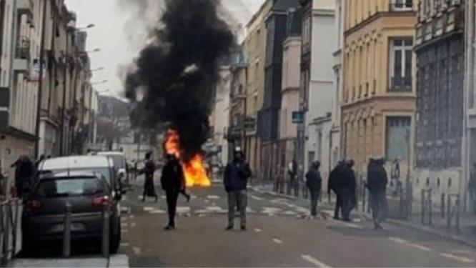 La préfecture veut empêcher  que se reproduisent les violences dont avait été le théâtre le centre-ville de Rouen, lors des manifestations des gilets jaunes - Illustration @DDSP76/Twitter