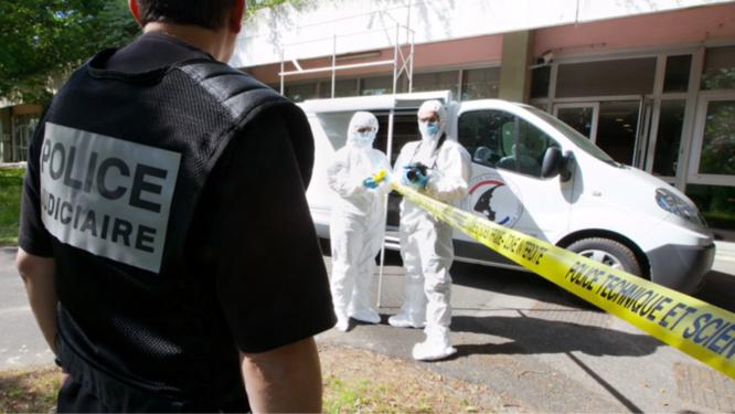 Les investigations de police technique et scientifique sur la scène de crime auraient permis de trouver une trace ADN - Illustration © DGPN