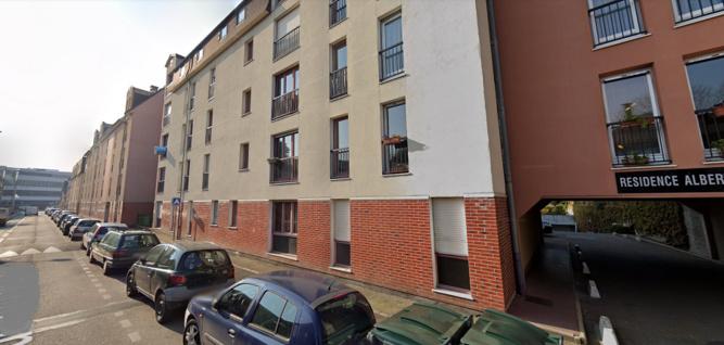 La jeune femme passait la soirée avec deux amis dans un appartement de la rue Albert Sorel, sur la rive gauche de Rouen - illustration © Google Maps
