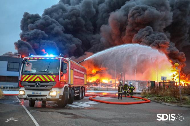 Incendie chez Lubrizol à Rouen : tous les établissements scolaires seront ouverts demain matin