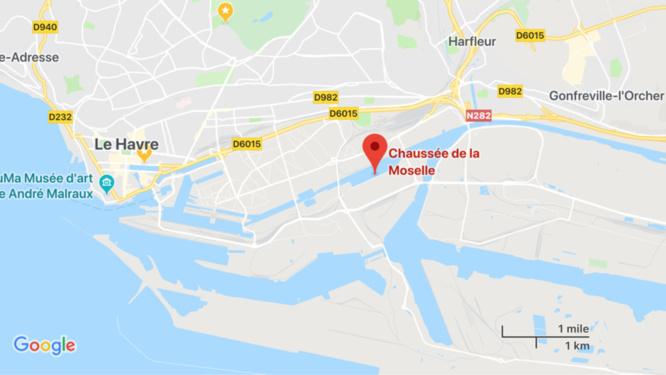 Le Havre : victime d'une voie d'eau, la péniche menaçait de couler dans le bassin