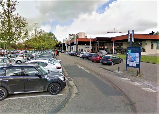 Le voleur était surveillé par les policiers sur le parking du centre commercial - illustration © Google Maps
