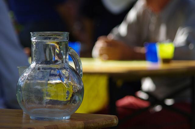 Les lycéens avait bu de l'eau avant de ressentir des douleurs - illustration @ Pixabay