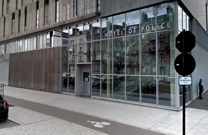 Un jeune homme a été interpellé après avoir jeté un projectile en direction de la façade de l'hôtel de police - Illustration