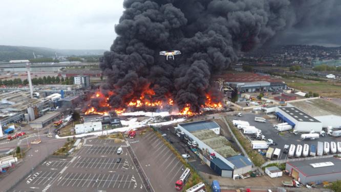 Pour la commission d'enquête il s'agit d' évaluer l'intervention des services de l'État dans la gestion des conséquences environnementales, sanitaires et économiques de l'incendie de l'usine Lubrizol - photo @ Sdis76