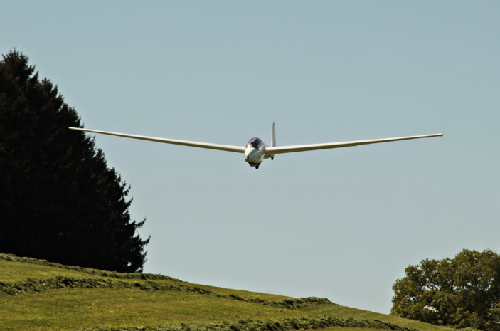 Le planeur a fait une chute de 80 m avant de s'écraser en bout de piste - Illustration © Pixabay