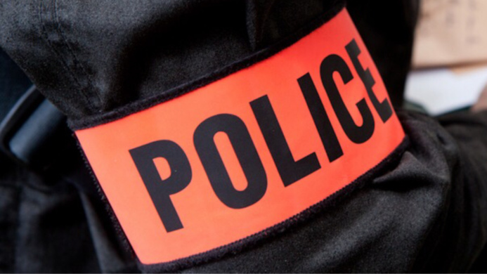 """A La Celle-Saint-Cloud, les deux malfaiteurs portaient un brassard """"police""""  - Illustration"""