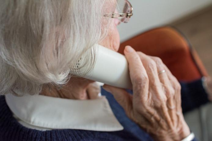 Tout se passe par téléphone. L'interlocuteur se fait passer pour un enquêteur de l'hôtel de police pour mettre en confiance sa victime - Illustration © Pixabay