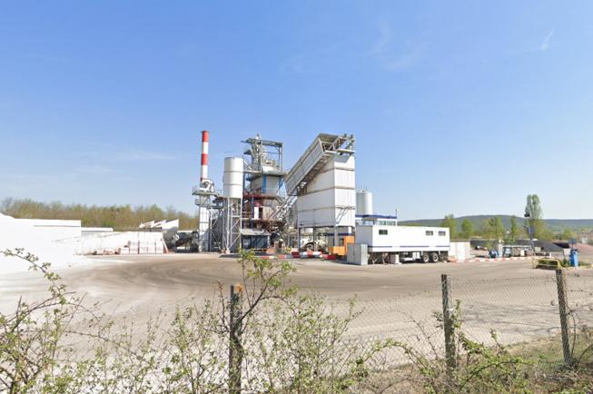 L'usine de Verneuil-sur-Seine est spécialisée dans la fabrication d'enrobés pour les sols  - Illustration