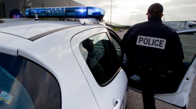 Les deux suspectes ont été retrouvées par une patrouille de police alors qu'elles faisaient du porte à porte dans une rue voisine - Illustration © DGPN