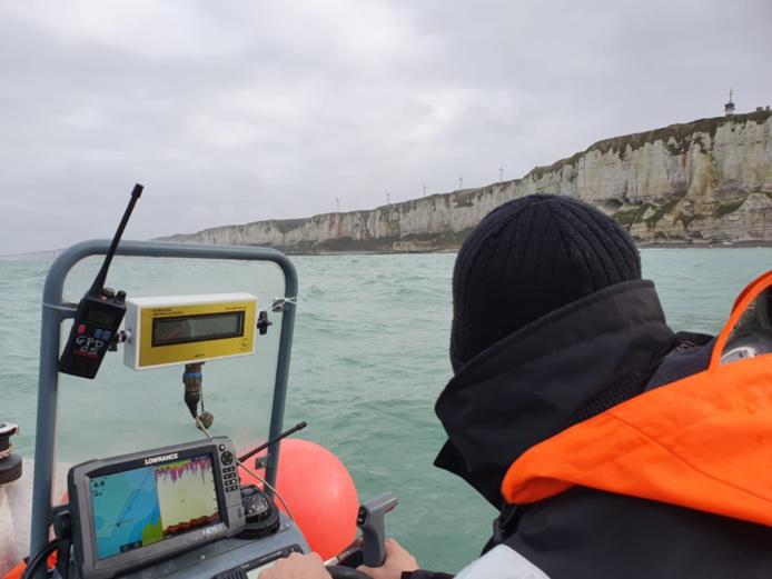 L'épave du bateau de pêche a été localisé à l'aide d'un sonar embarqué sur un zodiac des plongeurs démineurs de la Marine nationale, à environ 800 m au large de Fécamp - Photo@ Marine nationale/Premar/Twitter