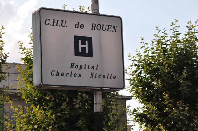 Le piéton blessé et les deux conductrices choquées ont été hospitalisées au CHU de Rouen - Illustration @ infonormandie