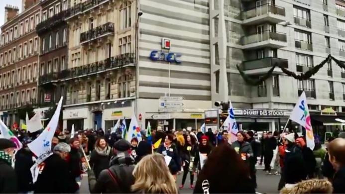 Lors de la manifestation de jeudi à Rouen - illustration © Snes Fsu