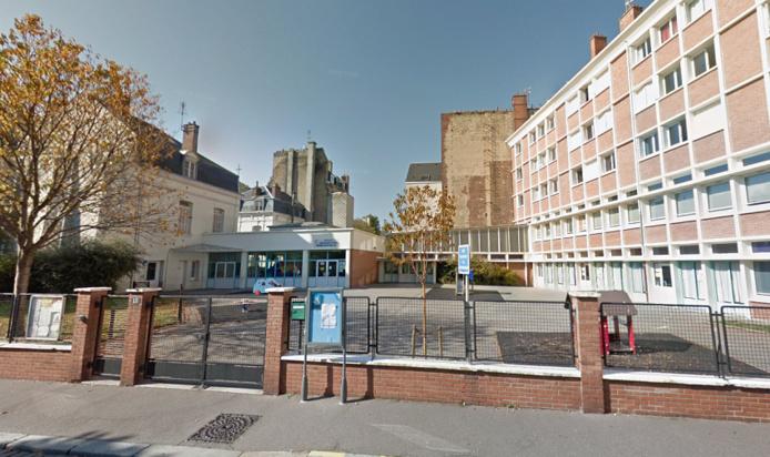 Les deux écoles proches du rond-point où des pneus ont été incendié ont été évacuées par précaution - Illustration © Google Maps