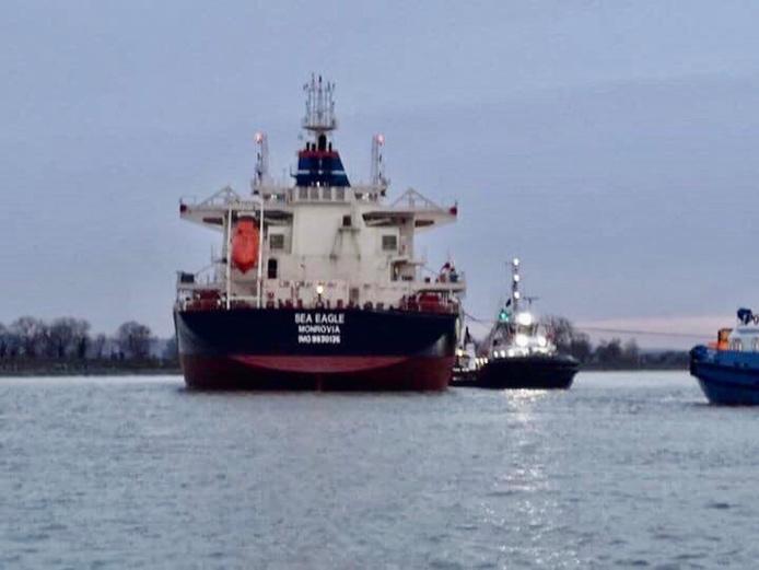 Le navire «Sea Eagle» a pu être remis à flot, ce vendredi en fin de matinée - Photo @ gendarmerie/Facebook
