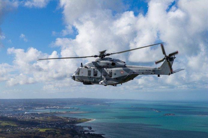 L'hélicoptère Caïman de la Marine nationale a participé aux recherches - Photo © Marine nationale/Prémar