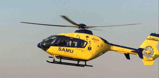 L'hélicoptère Viking du SAMU76 s'est posé sur le lieu de l'accident et se tient prêt à transporter la victime vers un hôpital - Illustration © infoNormandie