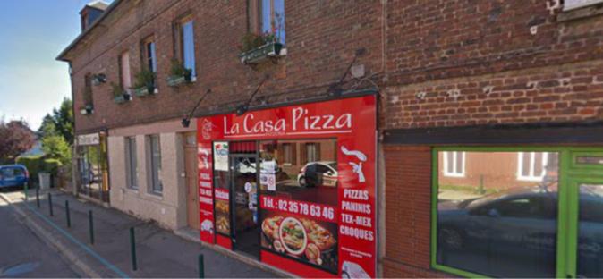 Une pizzeria ravagée par les flammes à Saint-Pierre-des-Fleurs, dans l'Eure