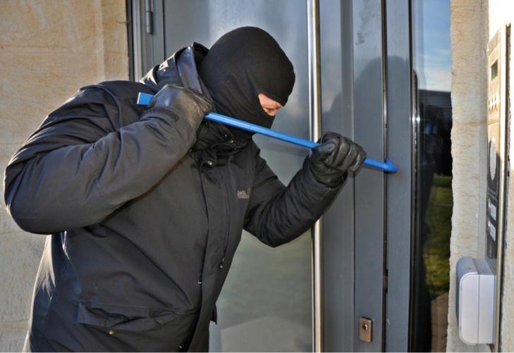 Les cambrioleurs tentaient de forcer la porte avec un pied-de-biche - Illustration  @Pixabay