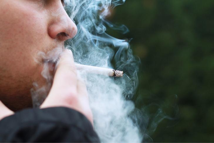 Les deux fumeurs d'herbe de cannabis ont été trahis par l'odeur émanant des caves - Illustration @ Pixabay