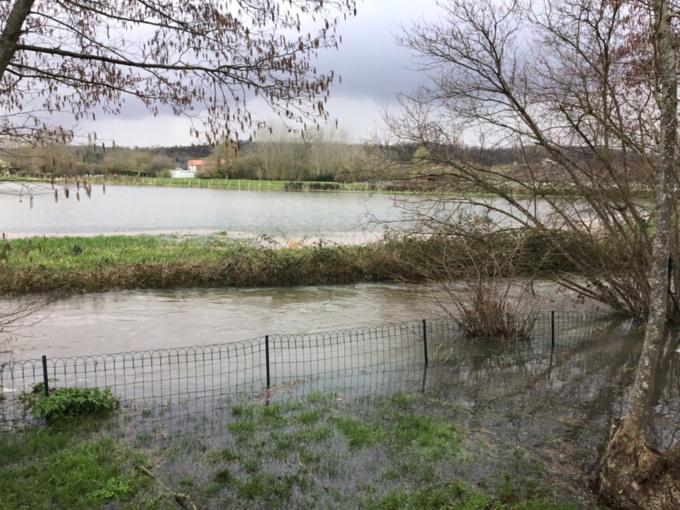 Les cours d'eau du département de l'Eure sont sortis de leur lit depuis plusieurs jours déjà, comme ici à Pacy-sur-Eure - Photo ©infoNormandie