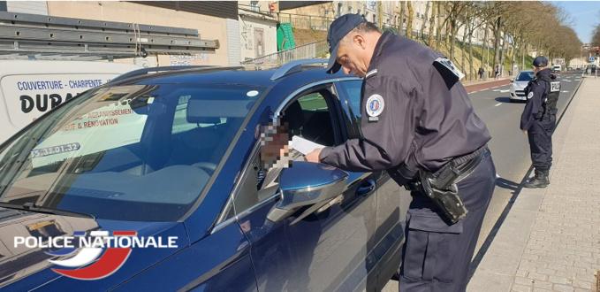 La non présentation de l'attestation de déplacement dérogatoire vous coûtera une amende de 135€ - Photo © DDSP76