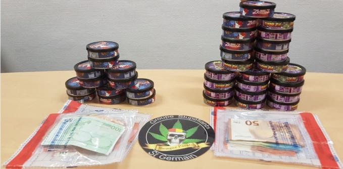 Les stupéfiants étaient conditionnés dans des boîtes rondes - Illustration @ DDSP78