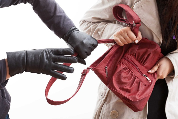 La commerçante a tenté de résister à son agresseur, avant d'être frappée à l'aide d'un couteau - Illustration © iStockphoto