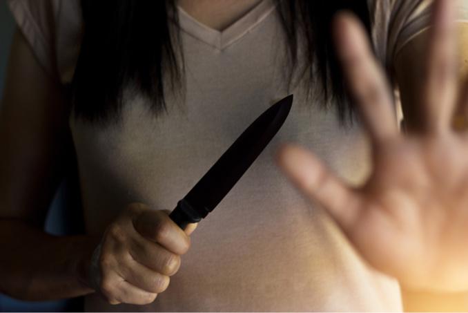 La jeune femme a frappé à plusieurs reprises avec son couteau - illustration @iStockphoto