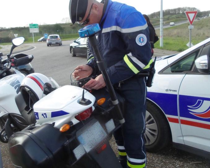L'automobiliste a été intercepté par les motards au rond-point de Cocherel, sur la RN13 - illustration @ infoNormandie