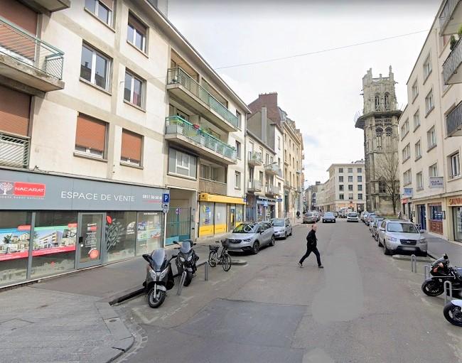 Rouen : une fuite sur une canalisation à l'origine d'un trou dans un trottoir, rue aux Ours