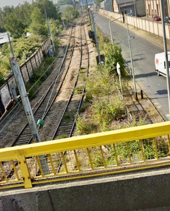 Un témoin qui passait sur le pont a affirmé avoir vu un homme sauter dans le vide - illustration @ Google Maps