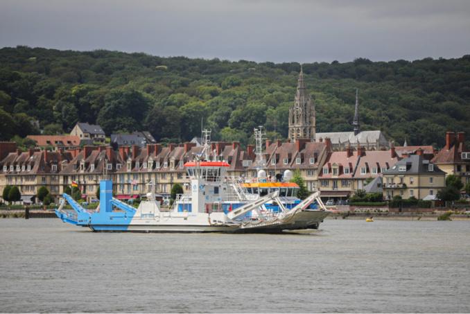 Le bac 24 est arrivé à bon port, ce samedi, en Seine-Maritime  : il sera opérationnel en septembre