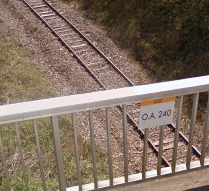 La sexagénaire serait tombée d'un pont surplombant la voie ferrée - Illustration