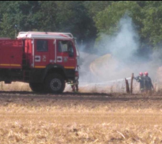 800 m2 de chaume ravagés par les flammes à Ganzeville, en Seine-Maritime