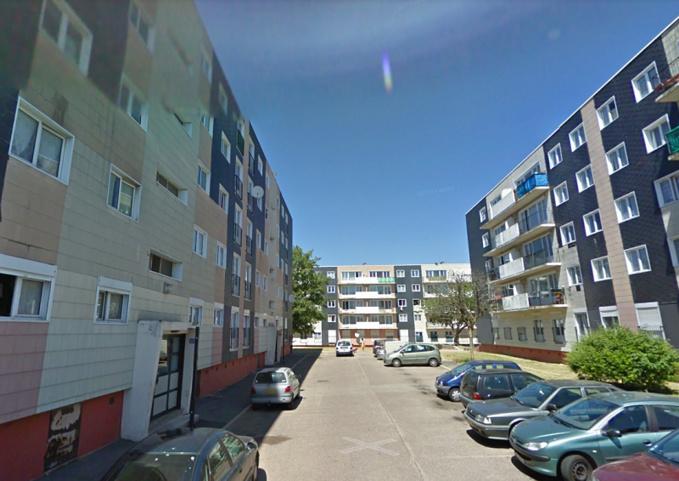 Le petit garçon est tombé du dernier étage : il jouait dans une chambre avec deux autres enfants - Illustration © Google Maps