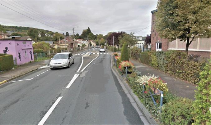 Le bus circulait route de Lyons, la rue principale et commerçants de Saint-Léger-du-Bourg-Denis, quand son chauffeur a été victime d'un malaise cardiaque. Le chauffeur n'a pu être ranimé - Illustration © Google Maps
