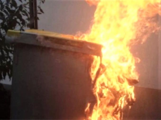 Neuf containers ont été détruits par le feu - Illustration