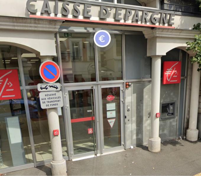 Les policiers avaient mis en place une surveillance discrète aux abords du distributeur bancaire - illustration