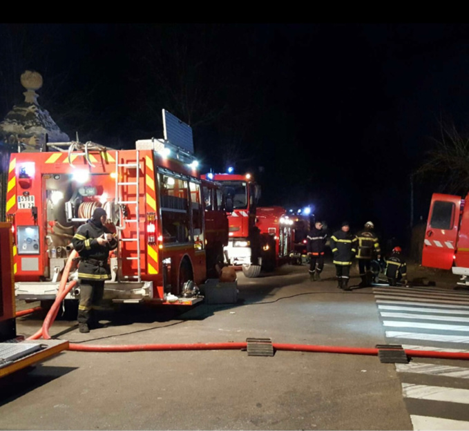 L'intervention a mobilisé vingt sapeurs-pompiers avec quatre engins de trois centres de d'incendie du secteur - illustration