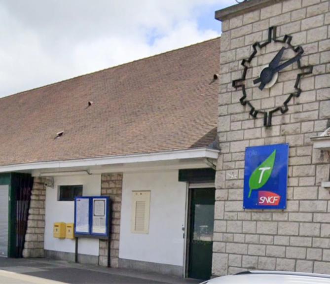 Le TER a été stoppé pendant une quarantaine de minutes en gare de Rambouillet le temps de l'intervention de la police - illustration