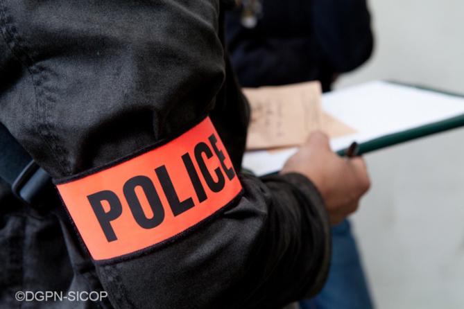 Une enquête pour vol par fausse qualité a été ouverte par la police - Illustration