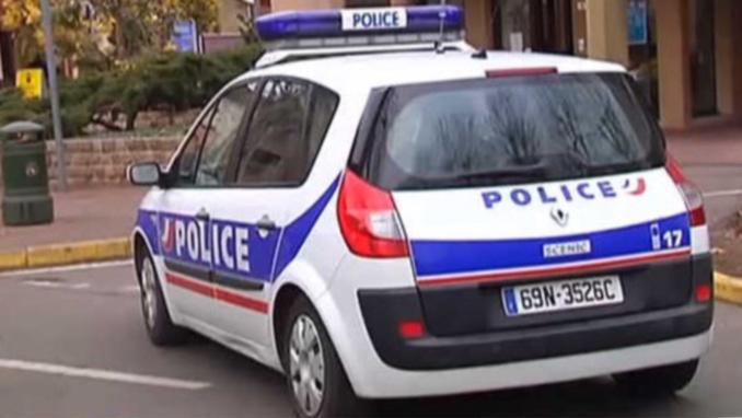 À Mantes-la-Jolie, des policiers en patrouille ont essuyé des tirs de mortier d'artifice - Illustration