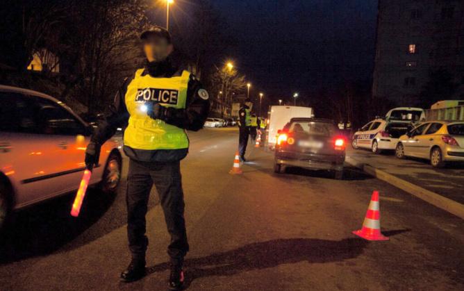 La conduite hasardeuse de l'automobiliste a amené les policiers à procéder à un contrôle - Illustration