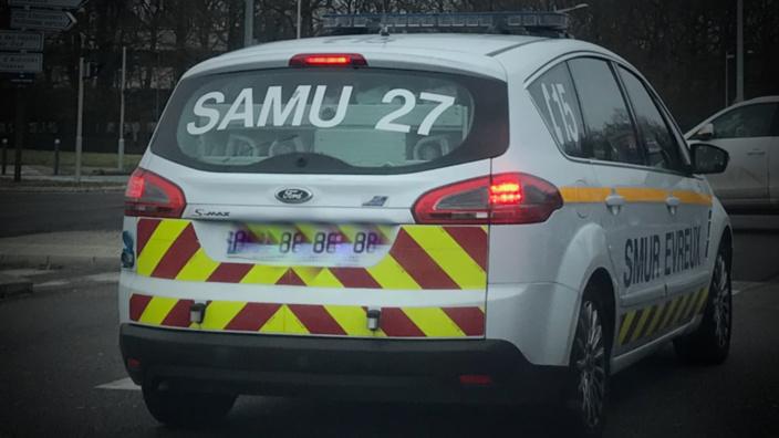 Le motard a été médicalisé par le SMUR et transporté d'abord à Évreux puis à Rouen - illustration @ infoNormandie
