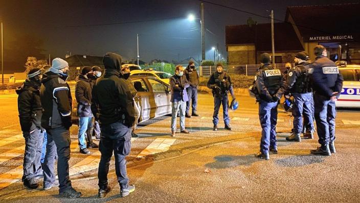 Sébastien Lecornu, ministre des Outre-mer, est venu sur les lieux pour apporter son soutien aux policiers - Photo  © S. Lecornu/Twitter