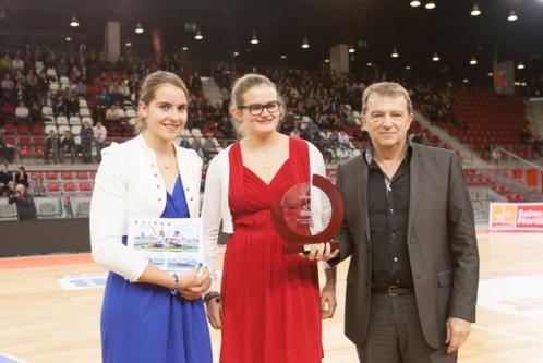 Adèle Lauwick et Mailys Scheppers, championnes de France junior d'aviron de mer et triple médaillées au championnat d'Europe junior